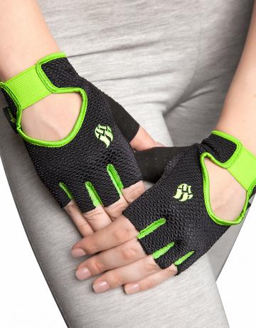 Фитнес тренажер Womens Training GlovesФитнес инвентарь<br>Перчатки для фитнеса сделаны из 100% полиэстера с функцией выведения пота наружу и быстрого высыхания MAD DRY. Область ладони покрыта синтетической кожей для лучшего сцепления с тренировочным оборудованием. В области ладони 4 миллиметровая прослойка для комфорта. Сетчатая структура ткани не препятствует вентиляции руки.<br><br>Размер INT: S<br>Цвет: Черный