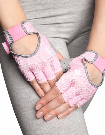 Фитнес тренажер Womens Training GlovesФитнес инвентарь<br>Перчатки для фитнеса сделаны из 100% полиэстера с функцией выведения пота наружу и быстрого высыхания MAD DRY. Область ладони покрыта синтетической кожей для лучшего сцепления с тренировочным оборудованием. В области ладони 4 миллиметровая прослойка для комфорта. Сетчатая структура ткани не препятствует вентиляции руки.<br><br>Размер INT: XS<br>Цвет: Розовый