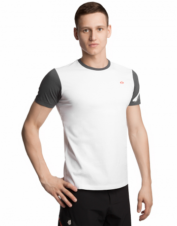 Спортивная футболка SportФутболки<br>Футболка с короткими рукавами прямого силуэта. Модель декорирована трансферной печатью в фирменном стиле.<br><br>Размер INT: M<br>Цвет: Белый