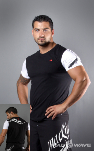 Спортивная футболка SportФутболки<br>Футболка с короткими рукавами прямого силуэта. Модель декорирована трансферной печатью в фирменном стиле.<br><br>Размер INT: M<br>Цвет: Черный