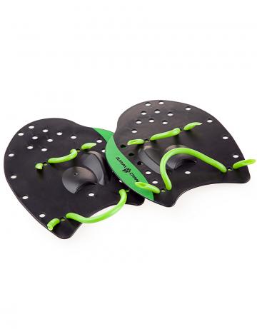 Лопатки для плавания Paddles PROЛопатки для плавания<br>Классическая модель лопаток для плавания. Используются как приспособление для отработки правильной техники плавания, а также для развития силы и скорости. Анатомическая форма гарантирует хорошее «сцепление» с ладонью. Эластичные ремешки обеспечивают удобную фиксацию на кистях рук<br><br>S:<br>по ширине максимально 14,5 см, в длину 15,5 см<br> <br>M 17.5 X18<br><br>L 21.5x21.5<br><br>Размер INT: L<br>Цвет: Черный