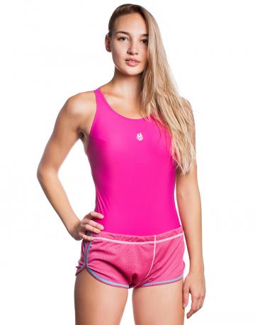 Тормозные шорты для плавания Drag Shorts FemaleТормозные шорты<br>Тормозные шорты Drag Shorts Female - незаменимый аксессуар для интенсивных тренировок, который прекрасно подойдет тем, кто работает над увеличением скорости движения. Тормозные шорты помогают развить силу и выносливость, выполняя роль своеобразных утяжелителей. Они изготовлены из двух слоев легкой, сетчатой ткани, которая усиливает сопротивление воды, создавая дополнительную нагрузку. После тренировки в тормозных шортах, вы ощутите, насколько быстрее вы двигаетесь, плавая в обычных плавках и прикладывая те же самые усилия, что и раньше. Свободный крой модели подходит для любого типа фигуры. Шорты можно надевать поверх обычных плавок или отдельно. <br><br>ОСОБЕННОСТИ:<br><br><br>Дополнительное сопротивление - создают дополнительное сопротивление в воде, позволяя развивать силу и выносливость;<br>Полиэстер 100% - прочная и износостойкая ткань, быстро сохнет, не дает усадку при стирке, не нуждается в глажении;<br>Свободный крой - не мешают движению, подходит для любого типа фигуры.<br><br>Размер INT: L<br>Цвет: Розовый