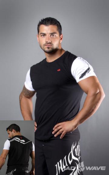 Спортивная футболка SportФутболки<br>Футболка с короткими рукавами прямого силуэта. Модель декорирована трансферной печатью в фирменном стиле.<br><br>Размер INT: XS<br>Цвет: Черный