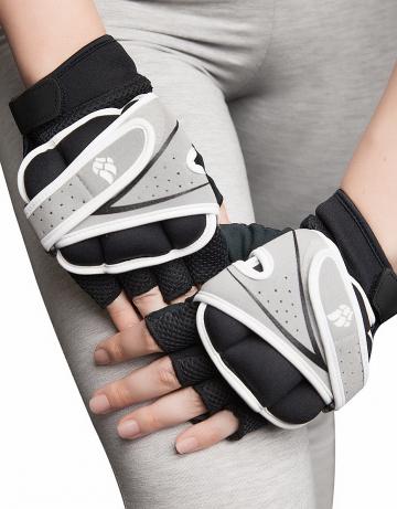 Фитнес тренажер Weighter GlovesФитнес инвентарь<br>Перчатки для фитнеса сделаны из 100% полиэстера с функцией выведения пота наружу и быстрого высыхания MAD DRY. Область ладони покрыта синтетической кожей для лучшего сцепления с тренировочным оборудованием. В области ладони 4 миллиметровая прослойка для комфорта. Сетчатая структура ткани не препятствует вентиляции руки<br><br>Размер INT: S<br>Цвет: Черный