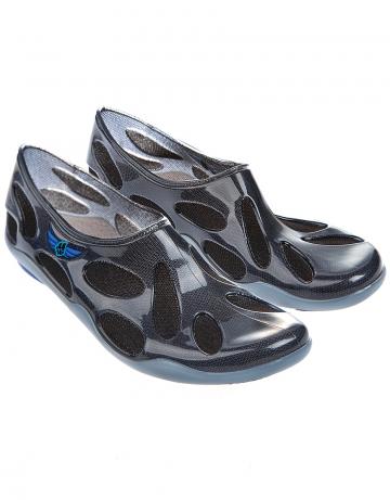 Мужская обувь для бассейна и пляжа Liquid Sock MenМужская обувь<br>Предназначены для использования в бассейнах и аквапарках. Незаменимы на отдыхе, особенно в местах с галечными пляжами. Защищают от уколов морских ежей.<br><br>Размер RU: 40-41<br>Цвет: Черный