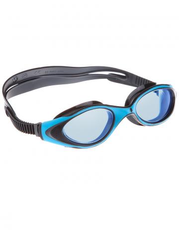Тренировочные очки для плавания FlameТренировочные очки<br>Очки FLAME от Mad Wave послужат прекрасным дополнением к частым тренировкам в бассейне. Комфортная посадка, обеспеченная системой автоматической регулировки ремешка и высоким обтюратором, а также специальная конструкция линз с широким боковым обзором позволят использовать очки длительное время, не испытывая даже малейшего неудобства. Система Антифог Ультра навсегда устранит проблему запотевающих линз, а технология UV 400 защитит глаза от ультрафиолетового излучения.<br><br>Цвет: Синий