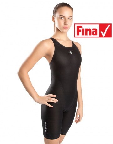 Женский гидрокостюм для плавания LIQUID WOMENЖенские гидрокостюмы<br>Линейка стартовых костюмов Mad Wave Liquid разработана на базе ультратонкой ткани с использованием обработки с помощью плазмы на наноуровне, повышающей чувство воды и водоотталкивающие свойства костюма. Модель обладает клееной структурой швов для лучшего скольжения и сбалансированными компрессионными характеристиками. Модель имеет открытый тип спины, что обеспечивает максимальную надежность и комфорт на стартах.<br><br>ОСОБЕННОСТИ:<br><br><br> Умеренный уровень компрессии - идеально для преодоления стайерских дистанций;<br> Технология многослойного тефлонового покрытия ткани - повышает водоотталкивающие свойства костюма;<br> Ультралегкий материал - вес ткани составляет всего 100г/м2;<br> Клееная структура швов - обеспечивает наилучшее скольжение в воде;<br>Надколенные силиконовые уплотнители - обеспечивают идеальную посадку гидрокостюма;<br>Открытый тип спины - обеспечивает максимальную свободу движений;<br> FINA approved - гидрокостюм сертифицирован федерацией FINA для участия в международных соревнованиях.<br><br>Размер INT: XXS<br>Размер height: 164<br>Цвет: Черный