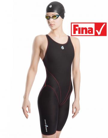 Женский гидрокостюм для плавания SKIN EXTЖенские гидрокостюмы<br>Серия костюмов от компании Mad Wave SKIN EXT разработана на базе инновационной ткани, изготовленной по заказу компании Mad Wave. Материал костюма сочетает в себе как легкость, так и высочайшую прочность, позволяющую достичь равномерной компрессии в мышцах.<br>ОСОБЕННОСТИ:<br><br>Средний уровень компрессии - идеально для преодоления средних дистанций;<br>Ультралегкий материал  - вес ткани составляет всего 100г/м2;<br>Технология усиления швов  - повышенная безопасность на стартах;<br>Открытый тип спины  - повышенная безопасность на стартах;<br>FINA approved  - гидрокостюм сертифицирован федерацией FINA для участия в международных соревнованиях.<br><br>Размер INT: S<br>Размер height: 176<br>Цвет: Черный