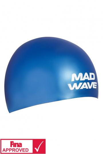 Силиконовая шапочка для плавания SOFTСиликоновые шапочки<br>Силиконовая шапочка Mad Wave SOFT -  3D шапочка с повышенной эластичностью. Очень комфортная, имеет гладкую, приятную на ощупь поверхность. Плотно облегает голову, не оказывая излишнего давления, не пропускает воду, легко надевается и снимается, имеет специальную 3D форму, гарантирующую идеальную посадку без образования складок. Надежно защищает волосы от промокания и воздействия хлора. Отлично подходит для тренировок и соревнований. Данная модель имеет 3 размера. Сертифицирована международной федерацией плавания.<br><br>Размер INT: M<br>Цвет: Синий