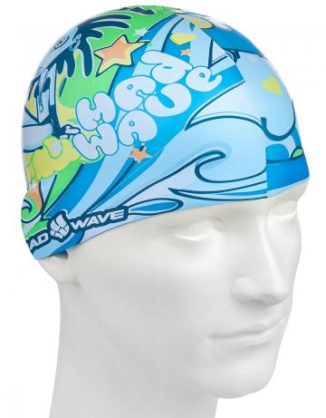 Силиконовая шапочка для плавания ALIENСиликоновые шапочки<br>Силиконовая шапочка Mad Wave ALIEN - детская модель шапочки с ярким и красочным принтом, который вызывают положительные эмоции у ребенка и делают его заметным на воде издалека. Шапочка изготовлена из качественного силикона и отлично подходит для активного использования в бассейне, аквапарке и на море. Шапочка защищает волосы и кожу от воздействия хлора, изготовлена из гипоаллергенного материала, не вызывает зуда и раздражения,а это особенно важно для чувствительной детской кожи. <br>Размер шапочки рассчитан на подростков до 10-11 лет.<br><br>Цвет: Голубой
