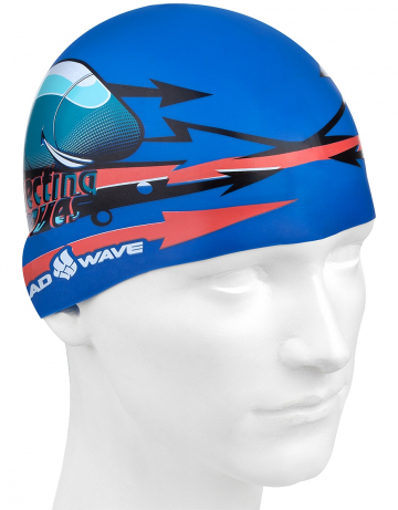 Силиконовая шапочка для плавания SUBMARINE CAPСиликоновые шапочки<br>Юниорская силиконовая шапочка Mad Wave SUBMARINE CAP имеет классическую форму. На шапочку нанесен логотип Mad Wave и  яркий привлекательный рисунок с подводной лодкой, который сделает вашего ребенка заметным на воде и среди купающихся людей.  Выполненная из высококачественного мягкого силикона шапочка очень эластична, не повреждает волосы и не тянет их при снятии или надевании. Изделие обеспечивает полноценную защиту от влаги и хлора. Размер шапочки рассчитан на подростков до 10-11 лет.<br><br>Цвет: Синий