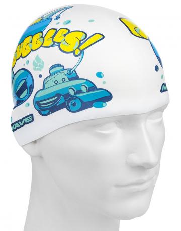 Силиконовая шапочка для плавания SUBMARINESСиликоновые шапочки<br>Юниорская силиконовая шапочка Mad Wave SUBMARINES имеет классическую форму. На шапочку нанесен логотип Mad Wave и  яркий привлекательный рисунок с подводной лодкой, который сделает вашего ребенка заметным на воде и среди купающихся людей.  Выполненная из высококачественного мягкого силикона шапочка очень эластична, не повреждает волосы и не тянет их при снятии или надевании. Изделие обеспечивает полноценную защиту от влаги и хлора. Размер шапочки рассчитан на подростков до 10-11 лет.<br><br>Цвет: Белый