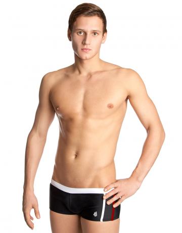 Мужские плавки-шорты ADSПлавки-шорты<br>Плавки-шорты с заниженной талией. Внутри шнурок. Высота бокового шва - 15 см. Модель подходит для занятий в бассейне и пляжного отдыха<br><br>Размер INT: M<br>Цвет: Черный