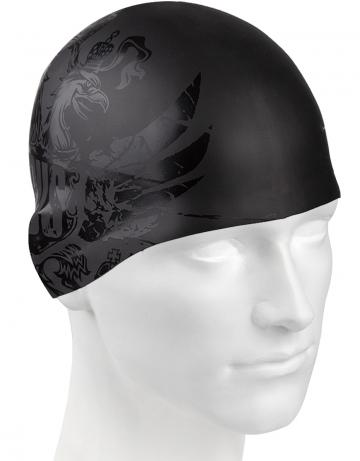 Силиконовая шапочка для плавания Black RussiaСиликоновые шапочки<br>Силиконовая шапочка Mad Wave Black Russia классической формы со   стильным рисунком позволит вам подчеркнуть свою индивидуальность.<br>Шапочка изготовлена из высококачественного силикона, очень эластичная  и комфортная. Она легко надевается и снимается, не цепляя волосы, плотно прилегает к голове, защищает волосы от длительного контакта с хлорированной водой, обеспечивает безопасность во время плавания, препятствуя попаданию в глаза волос.<br><br>Цвет: Черный