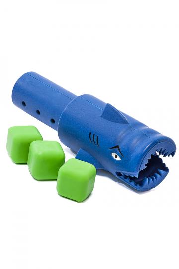 Водная игрушка HUNGRY SHARKИгрушки<br>Кубики тонут в бассейне. Маленькие пловцы должны собрать кубики своими акулами со дна бассейна. Акулья пасть открывается, проглатывает кубик и он попадает внутрь Акулы. Побеждает тот, кто соберет больше кубиков.<br>В набор входят 3 кубика и 2 голодные акулы.<br><br>Цвет: Синий