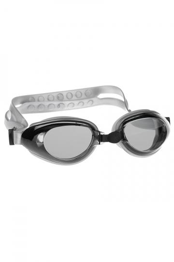 Тренировочные очки для плавания RaptorТренировочные очки<br>Очки RAPTOR от Mad Wave послужат прекрасным дополнением к регулярным тренировкам в бассейне. Превосходная посадка, обеспеченная высоким обтюратором и настраиваемой переносицей с подушкой, позволят использовать очки длительное время, не испытывая даже малейшего неудобства. Линзы с защитой от ультрафиолета UV 400 и покрытием от запотевания Антифог.<br><br>Цвет: Серый