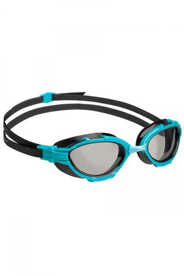Тренировочные очки для плавания TRIATHLON PhotochromicТренировочные очки<br>Очки TRIATHLON созданы специально для тренировок и соревнований по триатлону и плаванию на открытой воде. Модель имеет эргономичный обтюратор для обеспечения максимального комфорта и надежности даже при длительном использовании. В дополнение к комплексной защите от ультрафиолетового излучения и системой Антифог Ультра, очки TRIATHLON оснащены фотохромными линзами, меняющими свойства в зависимости от освещения и дающими 100% защиту от солнечных лучей и бликов на воде.<br><br>Для триатлона и открытой воды - очки TRIATHLON созданы специально для тренировок и соревнований по триатлону и плаванию на открытой воде;<br> Эргономичный обтюратор - обеспечивает максимальный комфорт и надежность даже при длительном использовании;<br> Система против запотевания Антифог Ультра - благодаря специальному внедрению покрытия капиллярным способом, эта система навсегда устраняет проблему запотевающих линз;<br>Фотохромные линзы - линзы меняют свойства в зависимости от освещения и дают 100% защиту от солнечных лучей и бликов на воде.<br><br>Цвет: Голубой