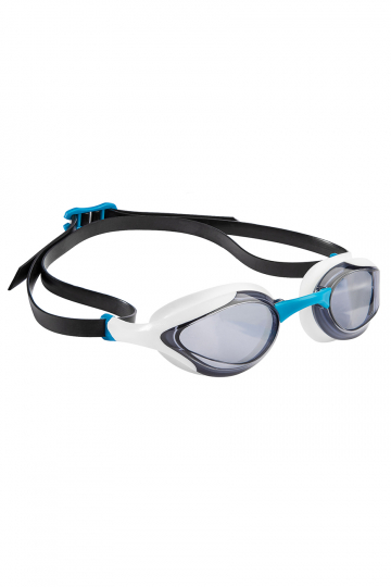 Тренировочные очки для плавания ALIENТренировочные очки<br>Очки ALIEN сочетают в себе агрессивный дизайн профессиональных стартовых очков Mad Wave, а также удобство лучших очков для тренировок. Широкий и мягкий обтюратор минимизирует нагрузку на глаза, а инновационная эргономичная конструкция обеспечивает превосходную посадку и удобство в использовании. Линзы с защитой от ультрафиолета и покрытием от запотевания Антифог.<br><br>ОСОБЕННОСТИ:<br><br><br> Агрессивный дизайн - позволяет полноценно сосредоточиться на победе;<br> Особая конструкция линз - ультраширокий боковой обзор;<br> Эргономичный обтюратор - обеспечивает максимальный комфорт и надежность даже при длительном использовании;<br>4 сменные носовые перемычки - очки подходят для любого типа лица;<br>Защита UV - надежная защита от ультрафиолета;<br>Покрытие Антифог - надежная защита от запотевания.<br><br>Цвет: Белый