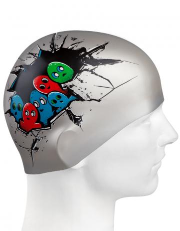 Силиконовая шапочка для плавания HELLO DUDE!Силиконовые шапочки<br>Юниорская силиконовая шапочка Mad Wave HELLO DUDE!  имеет классическую форму.  Выполненная из высококачественного мягкого силикона шапочка хорошо тянется, не повреждает волосы и не тянет их при снятии или надевании. Изделие обеспечивает полноценную защиту от влаги и хлора. Она сохраняет высокую эластичность и яркость на протяжении всего срока службы.<br><br>Цвет: Серый
