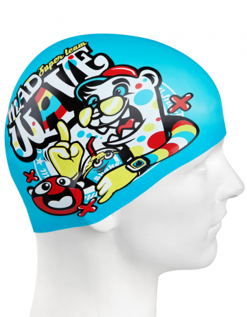 Силиконовая шапочка для плавания SUPER TEAMСиликоновые шапочки<br>Детская силиконовая шапочка SUPER TEAM  - детская модель шапочки. Такая шапочка без сомнений понравится ребенку и сделает его заметным на воде издалека. Шапочка изготовлена из качественного силикона и подходит для всех видов занятий плаванием. Силикон - гипоаллергенный материал, не вызывает зуда и раздражения, а это особенно важно для чувствительной детской кожи. Шапочка сохраняет высокую эластичность и яркость на протяжении всего срока службы.<br><br>Цвет: Голубой