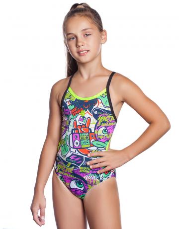 Детский купальник EASYЮниорские купальники<br>Слитный спортивный купальник EASY с мультяшным дизайном - отличный выбор для тех, кто серьёзно и регулярно занимаются плаванием. Высокий вырез бедра и открытая спина с кроем Light Back обеспечивает свободу рук и ощущение легкости в воде. Тонкие регулируемые бретели не стесняют движений и дополнительно подчеркивают изящность шеи и плеч.  <br>Купальник изготовлен из ткани серии Training - это мягкая, эластичная и приятная на ощупь ткань, которая в 20 раз более устойчива к негативному воздействию хлорированной и соленой воды, чем ткань с лайкрой и, следовательно, более долговечна. Купальник из этой ткани подходит для частых и долгих тренировок - он быстро сохнет, долго держит форму, имеет очень прочную окраску, устойчив к воздействию ультрафиолета. <br>По всем срезам купальника проходит декоративная окантовка. Модель спереди продублирована подкладкой, что обеспечивает лучшую посадку и идеальную форму.   <br><br>ОСОБЕННОСТИ:<br><br><br> Ткань TRAINING - максимально долговечная, идеально держит форму, на 100% устойчива к хлору и соленой воде, быстро сохнет;<br>Крой спины Light Back  - открытая спина, тонкие бретели дают дополнительную свободу движений рук и ощущение легкости в воде;<br> Высокий вырез бедра - максимальная свобода движений, визуально удлиняет ноги;<br>Подкладка - передняя сторона купальника продублирована подкладкой; <br> Регулируемые бретели - обеспечивают идеальную посадку по фигуре.<br><br>Размер INT: L<br>Цвет: Разноцветный