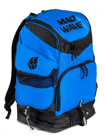 Рюкзак сумка для бассейна MAD TEAMРюкзаки и сумки<br>Большой внутренний отсек даст вам возможность с легкостью упаковать все необходимое вплоть до крупного инвентаря, а также разместить ноутбук (до 15') в специально предназначенном для этого кармане. Вместительные боковые вентилируемые карманы позволят без труда отделить мокрые вещи от сухих. Для максимального удобства в использовании рюкзак оснащен дополнительными отсеками – вентилируемым отсеком для обуви (вместительность до 2-х пар), а также карманами, в которых удобно хранить очки для плавания и различные медиаустройства. Благодаря особой, эргономичной конструкции задней стенки и наличию мягких, воздухопроницаемых подушек рюкзак Mad Team удобно носить на плечах продолжительное время.<br>ВНИМАНИЕ! Не кладите ноутбук в один отсек вместе с влажными вещами!<br><br>ОСОБЕННОСТИ:<br><br><br> Огромная вместительность - в рюкзак с легкостью помещается крупный инвентарь, такой как доски для плавания, колобашки или ласты;<br> Большие боковые карманы с вентиляцией  - позволяют без труда отделить мокрые вещи от сухих;<br> Отсек для обуви - в нижний вентилируемый отсек рюкзака Mad Team помещается до 2-х пар обуви или даже пара коротких тренировочных ласт;<br> Карабин - многофункциональный карабин позволит с легкостью закрепить рюкзак на вешалке.<br><br>Размер: 52х32х23 см<br>Цвет: Синий