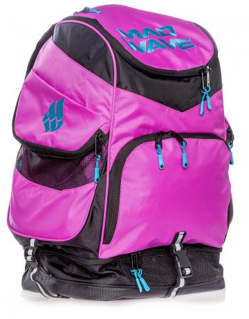 Рюкзак сумка для бассейна MAD TEAMРюкзаки и сумки<br>Рюкзак Mad Team - это незаменимый аксессуар на тренировках и сборах, имеющий огромную (70 л) вместительностью и превосходный дизайн, доступный во множестве новых цветов! Большой внутренний отсек позволит вам с легкостью упаковать даже крупный инвентарь, а вместительные боковые вентилируемые карманы позволят без труда отделить мокрые вещи от сухих. Для максимального удобства в использовании рюкзак оснащен дополнительными отсеками для обуви (вместительность до 2-х пар), очков для плавания и медиаустройств.  <br><br>ОСОБЕННОСТИ: <br><br>Огромная вместительность (70 л)  - в рюкзак с легкостью помещается крупный инвентарь, такой как доски для плавания, колобашки или ласты; <br>Большие боковые карманы с вентиляцией - позволяют без труда отделить мокрые вещи от сухих; <br>Отсек для обуви - в нижний вентилируемый отсек рюкзака Mad Team помещается до 2-х пар обуви или даже пара коротких тренировочных ласт.<br><br>Размер: 45х22х24 см<br>Цвет: Розовый