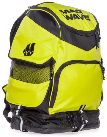 Рюкзак сумка для бассейна MAD TEAMРюкзаки и сумки<br>Большой внутренний отсек даст вам возможность с легкостью упаковать все необходимое вплоть до крупного инвентаря, а также разместить ноутбук (до 15') в специально предназначенном для этого кармане. Вместительные боковые вентилируемые карманы позволят без труда отделить мокрые вещи от сухих. Для максимального удобства в использовании рюкзак оснащен дополнительными отсеками – вентилируемым отсеком для обуви (вместительность до 2-х пар), а также карманами, в которых удобно хранить очки для плавания и различные медиаустройства. Благодаря особой, эргономичной конструкции задней стенки и наличию мягких, воздухопроницаемых подушек рюкзак Mad Team удобно носить на плечах продолжительное время.<br>ВНИМАНИЕ! Не кладите ноутбук в один отсек вместе с влажными вещами!<br><br>ОСОБЕННОСТИ:<br><br><br> Огромная вместительность - в рюкзак с легкостью помещается крупный инвентарь, такой как доски для плавания, колобашки или ласты;<br> Большие боковые карманы с вентиляцией  - позволяют без труда отделить мокрые вещи от сухих;<br> Отсек для обуви - в нижний вентилируемый отсек рюкзака Mad Team помещается до 2-х пар обуви или даже пара коротких тренировочных ласт;<br> Карабин - многофункциональный карабин позволит с легкостью закрепить рюкзак на вешалке.<br><br>Размер: 52х32х23 см<br>Цвет: Зеленый