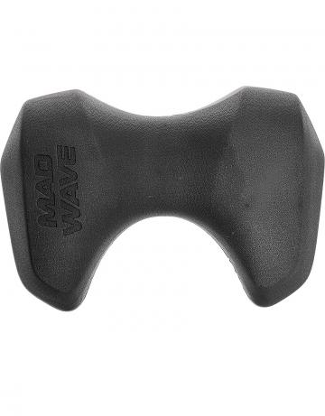 Доска калабашка JETДоски для плавания<br>Pull Kick JET - универсальный аксессуар для тренировок. Легкая, миниатюрная и обтекаемая профессиональная доска-колобашка, позволяющая за одну тренировку выполнить множество упражнений. <br> Форма доски Pull Kick JET обеспечивает надежный хват для отработки техники работы ног, а также делает возможным использование доски для плавания в качестве колобашки для тренировки работы рук. <br>ОСОБЕННОСТИ:<br><br> Доска и колобашка в одном аксессуаре - тренажер сочетает в себе преимущества профессиональной доски и колобашки для плавания;<br>Плавучесть -  тренажер обладает идеальными характеристиками плавучести, что позволяет эффективно использовать его как в плавании с одной рукой, так и с двумя;<br>Компактность - тренажер с легкостью поместится в сумку или рюкзак для плавания;<br>Материал EVA - обеспечивает повышенную износостойкость, сбалансированную плавучесть и высокий комфорт в использовании.<br><br>Цвет: Черный