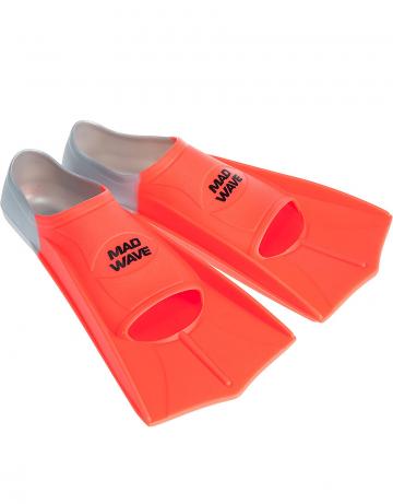 Ласты для плавания в бассейне Fins TrainingЛасты для плавания<br>Короткие тренировочные ласты - отличный выбор для плавания в бассейне, так как они обеспечивают пловцу высокую маневренность и достаточное для эффективной тренировки сопротивление. Укороченные ласты применяются для отработки навыков плавания стилем кроль и для обучения волнообразным движениям в брассе и баттерфляе. Данная модель имеет закрытую пятку. Ласты с закрытой пяткой надежно фиксируют ступню, не натирают, могут надеваться на босую ногу. Колодка широкая. Эргономичный дизайн обеспечивает удобное расположение ступни, препятствуя перенапряжению мышц. Ласты изготовлены из силикона - материала, который не вызывает аллергии, не впитывает запахи, устойчив к воздействию хлора и ультрафиолетовых лучей, более мягок и эластичен в сравнении с резиной.<br><br>ОСОБЕННОСТИ:<br><br><br> 100% силикон  - материал обеспечивает повышенный комфорт, мягкость и безупречную посадку; <br> Совершенствуйте технику  - эти ласты позволяют повысить мощность работы ног, силовую выносливость, а также усовершенствовать свою технику; <br> Скорость  - ласты позволяют значительно повысить ваши технические навыки и скорость в воде; <br> Эргономичная форма и угол лопасти  - позволяют совершенствовать технику работы ног, не нарушая естественную механику движений; <br> Колодка с закрытой пяткой  - обеспечивает надежную и стабильную посадку; <br> Гидродинамические ребра жесткости  - сбалансированная жесткость и повышенная долговечность.<br><br>Размер RU: 33-34<br>Цвет: Оранжевый